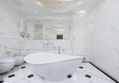 ליהנות מציפוי אמבטיות בעלות נמוכה יותר מעבודות שיפוצים